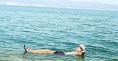 La Mer Morte: Flotter Sur L'Eau Et Trouver La Guérison Corporelle