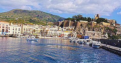 Las Ocho Islas Eólicas En El Mar Tirreno