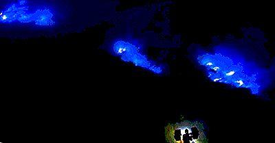 De Elektriske Blå Flammer Af Ijen Volcano